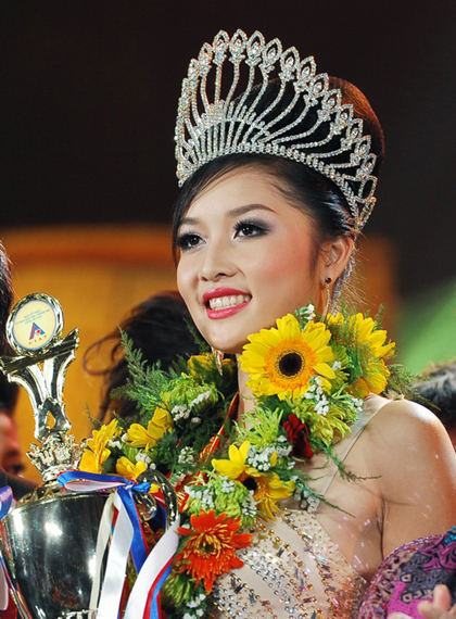 Vietnam beauty queen to keep crown after scandal