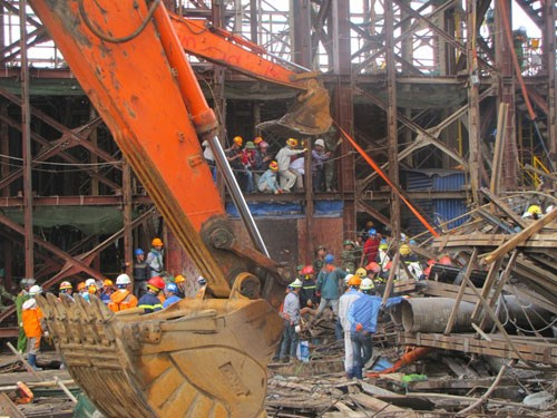 Samsung staff barred from leaving as Vietnam probes scaffolding collapse