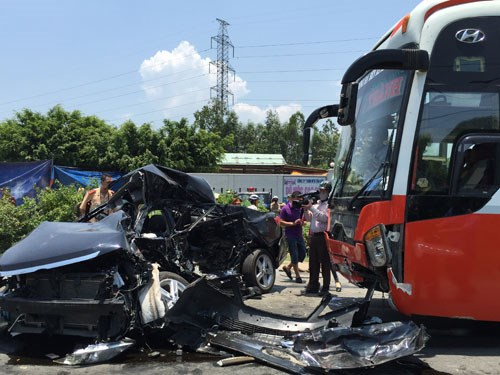 Bus driver arrested after crash that killed 6 in family in central Vietnam