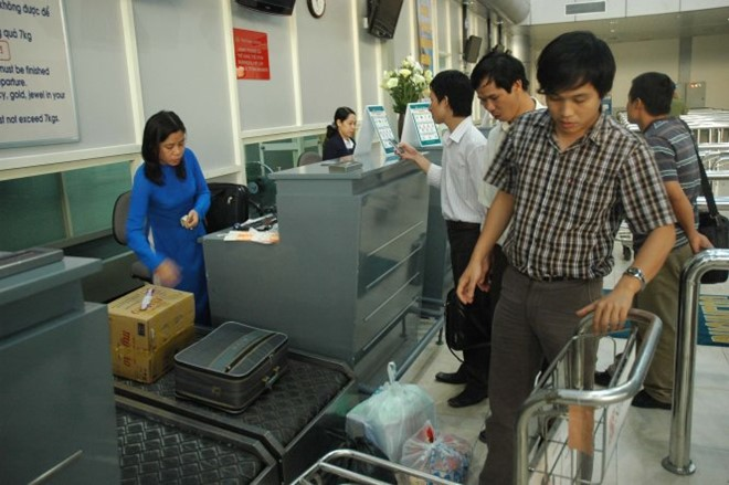 Vietnam ups airport security amid complaints of baggage theft
