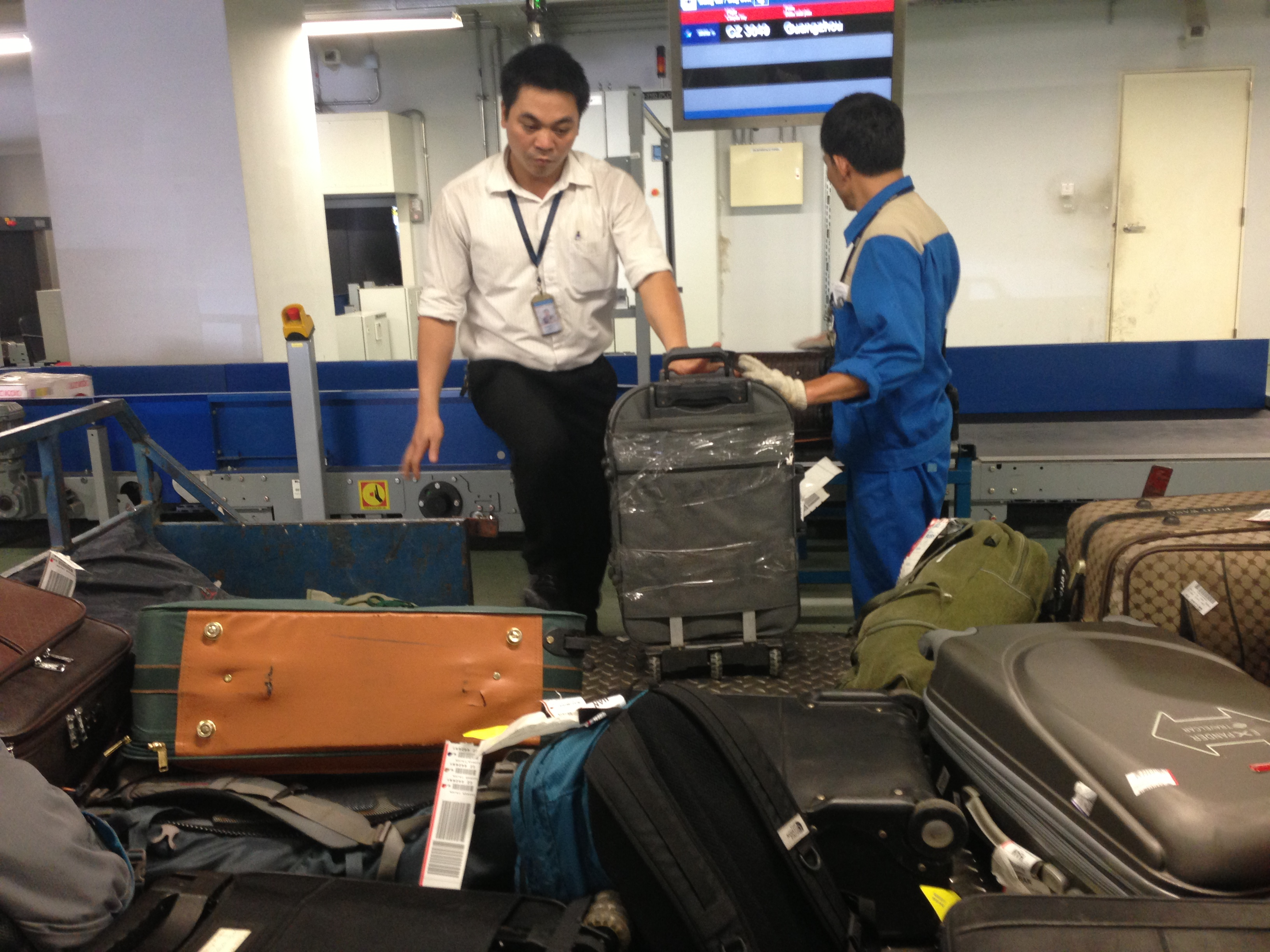 Vietnam inspects major airports after baggage theft complaints