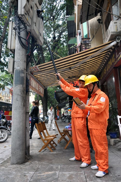 Snap! Vietnam power utility EVN is now the biggest fan of selfie sticks