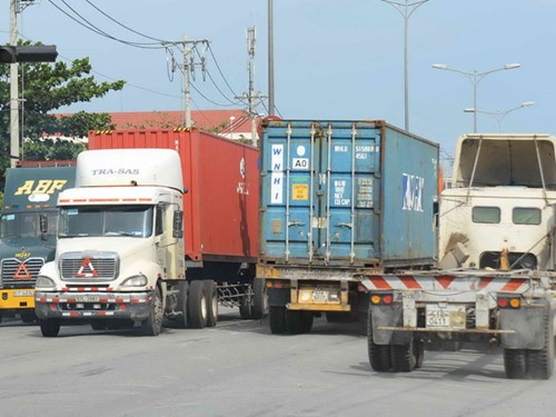 Vietnam mulls freight limit to steer shipping lines out of Ho Chi Minh City ports