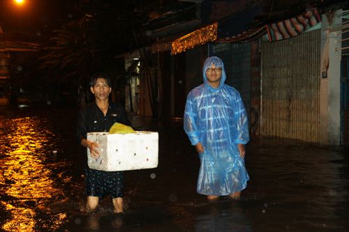 Heavy rains cause massive flooding in Vietnam city