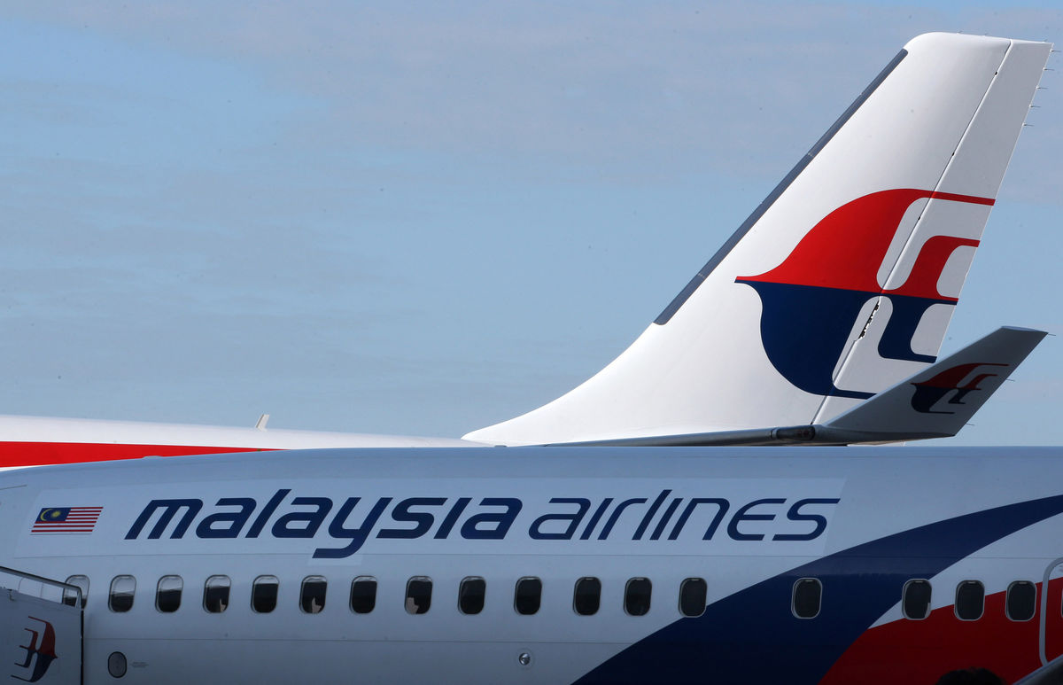 Malaysia boosts efforts to find plane as boats scour sea