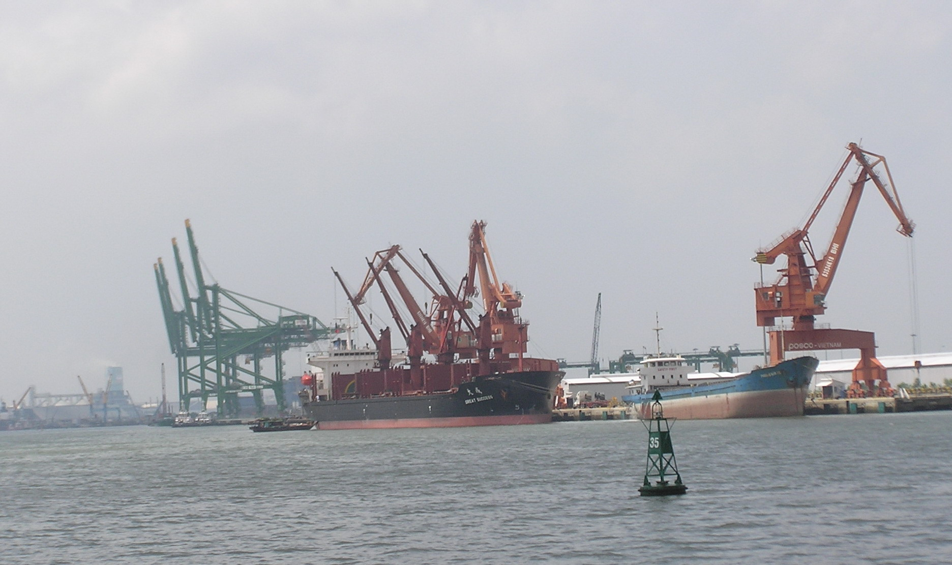 Too many Vietnam seaports spoiling terminal business