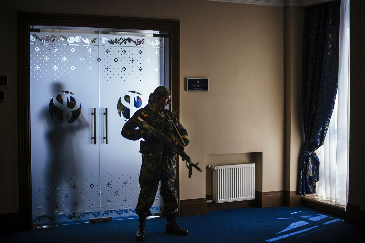 Ukraine rebels ask to join Russia as fighters free leader