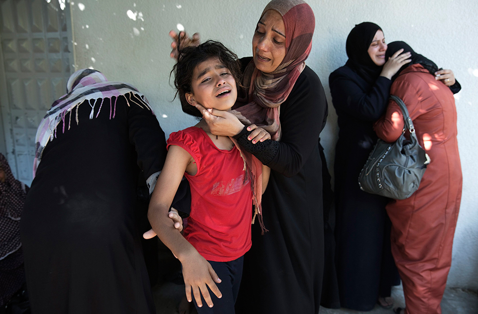Crunch time for Gaza truce talks as death toll passes 800