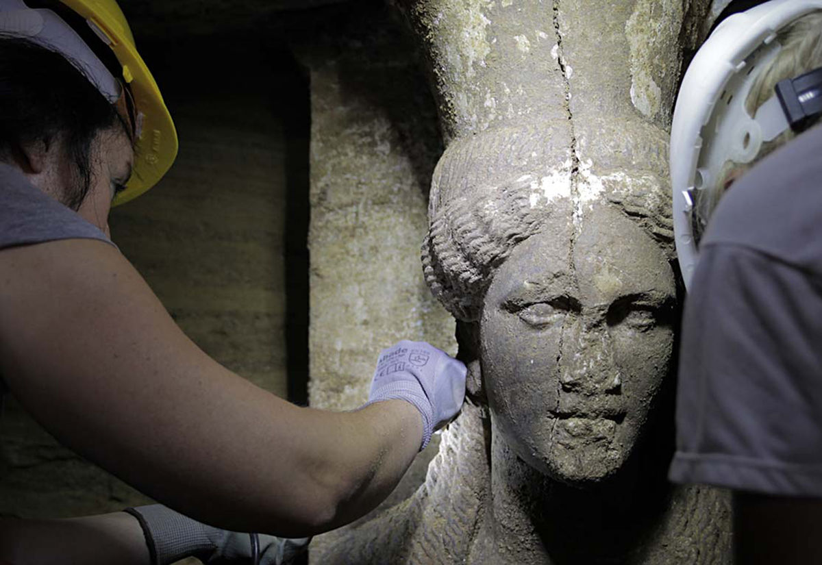 2,300-year-old girls revive Greek cultural hopes