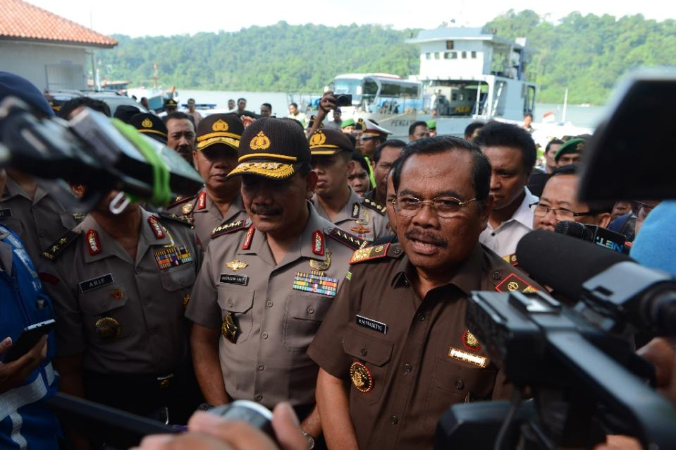 Indonesia defends executions, after convicts die singing