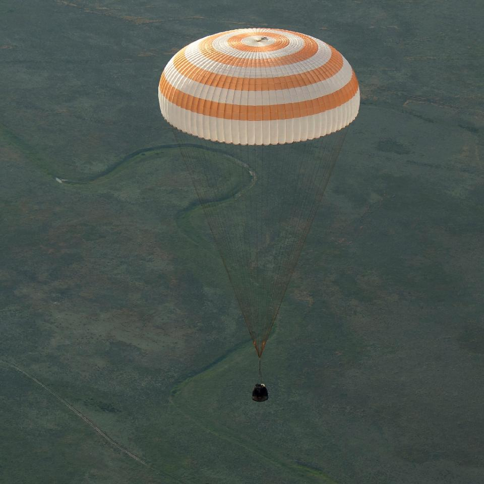 'Hard landing' as three astronauts return to Earth from ISS