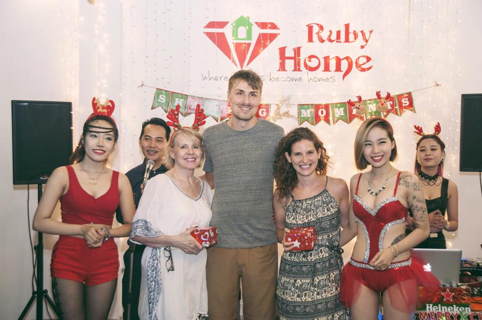 Foreign experts' community welcomes Christmas 2015 with excitement at Ruby Home Vietnam
