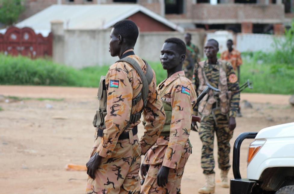 Heavy fighting in South Sudan risks return to civil war