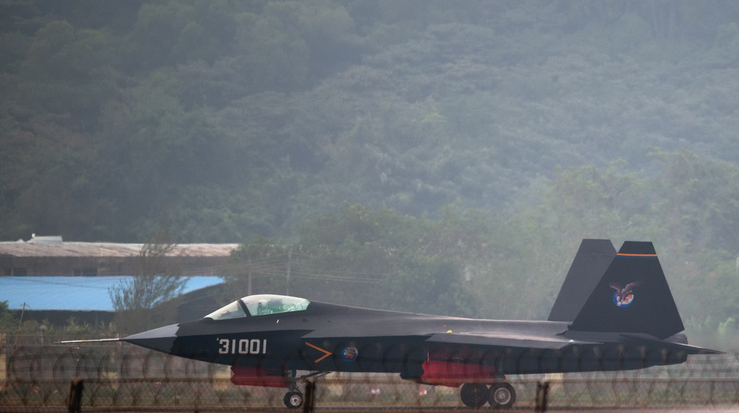 China unveils sophisticated stealth fighter aircraft