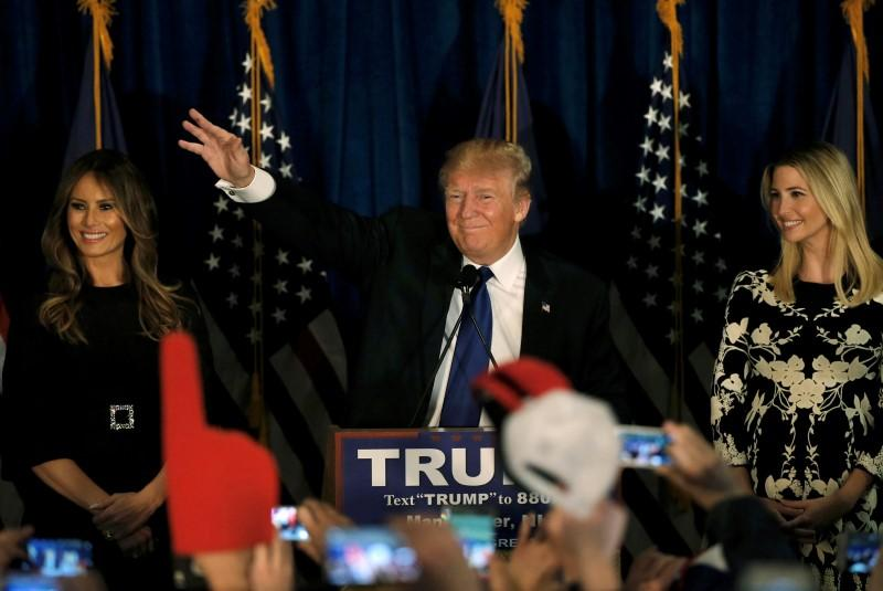 Sanders,Trump ride U.S. anti-establishment tide to New Hampshire win