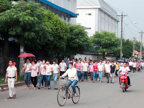 Vietnam PM orders compensation for foreign firms after riots