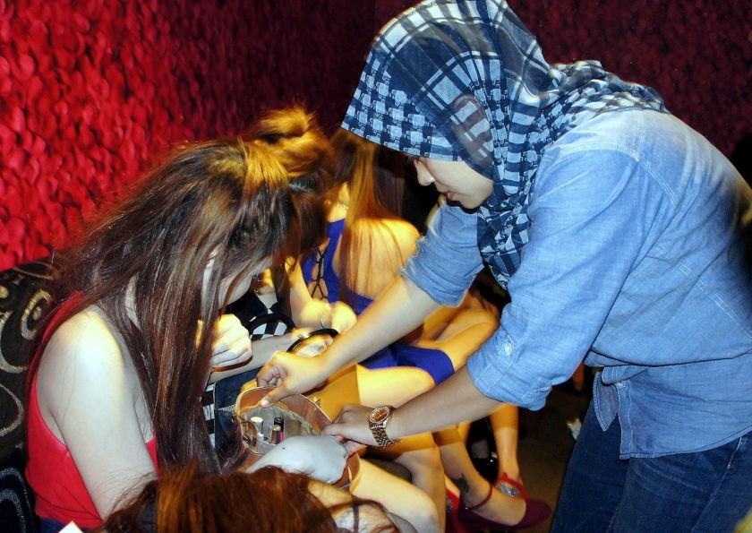 Malaysian police arrest Vietnamese sex workers in national raids