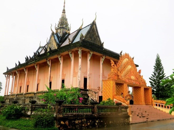 Must visit pagodas in the mekong delta travel thanh for Architecture khmer