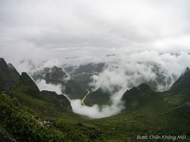 Walking in the clouds in Ha Giang mountain pass