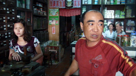 Market managers censured for drug store shakedowns in southern Vietnam