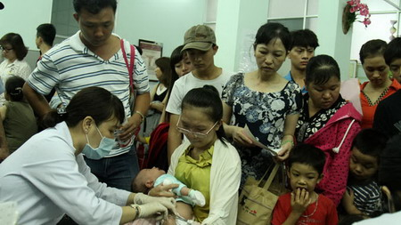 Vietnam sees vaccination rush as measles deaths hit 123