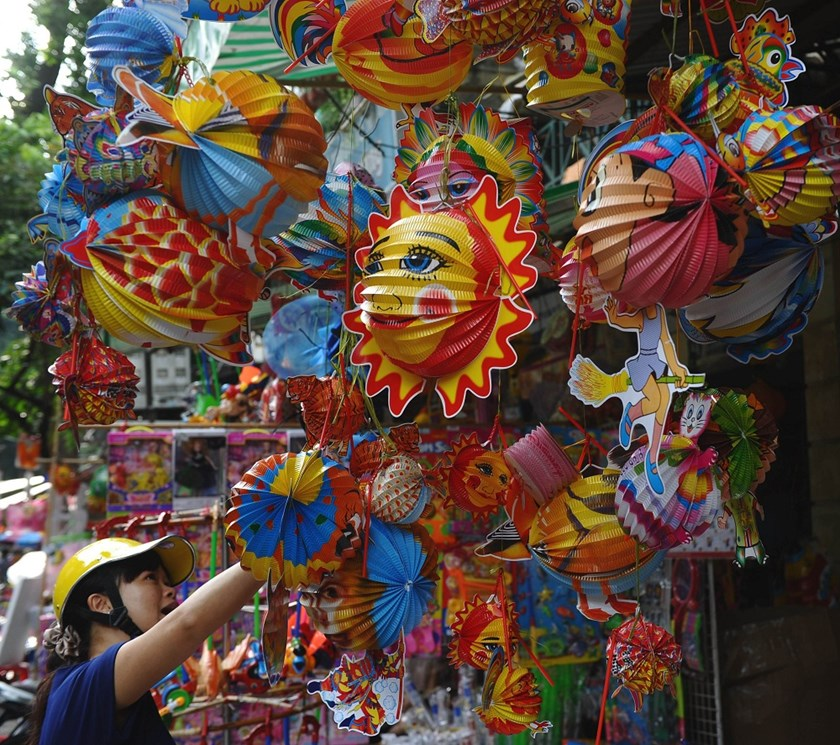 the moon cakes market in vietnam Mooncake is the symbol of mid-autumn festival in vietnam only on this occasion,  mooncakes are made and sold popularly without the.