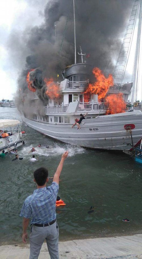 Gas Leak In Car >> Foreigners jump off Ha Long cruise ship during fierce fire ...