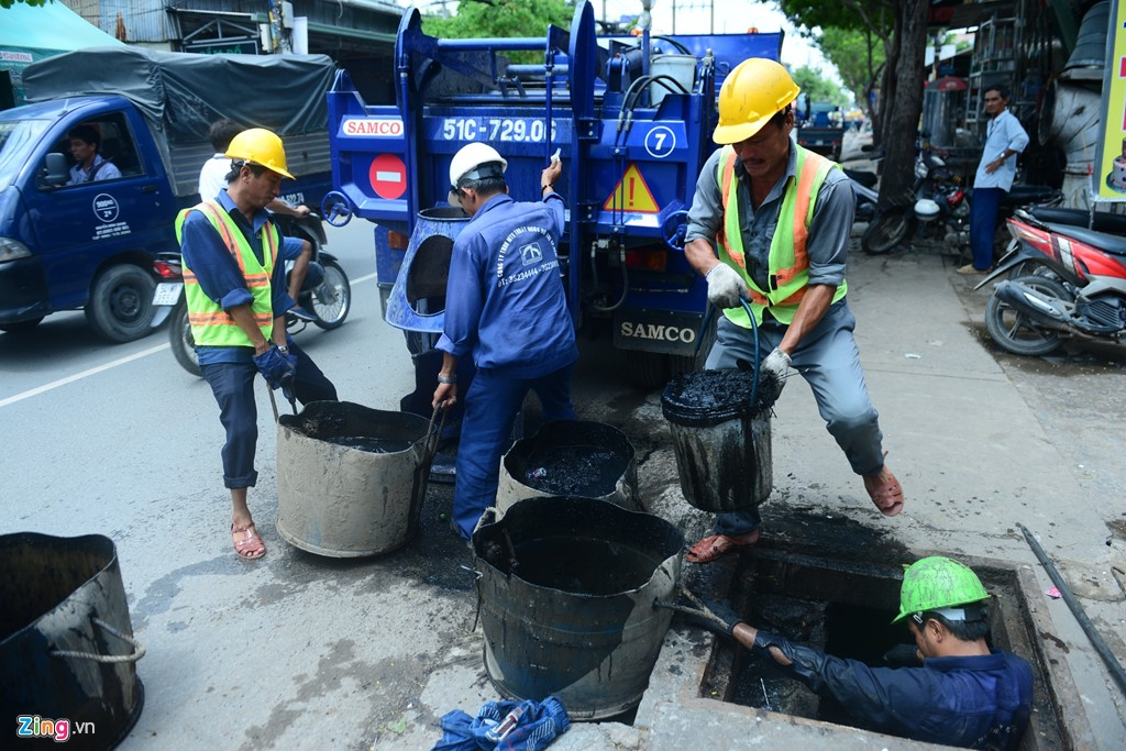 Underneath the city: A day of Saigon sewer workers Society